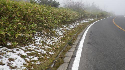 路肩に積雪