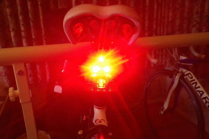【Bikeguyトライスターリアライト】軽量強力 テールライト