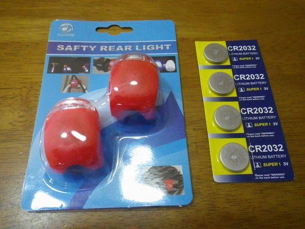 安い自転車用シリコンライト LED赤 2個入りはヘルメットライトにいいよ