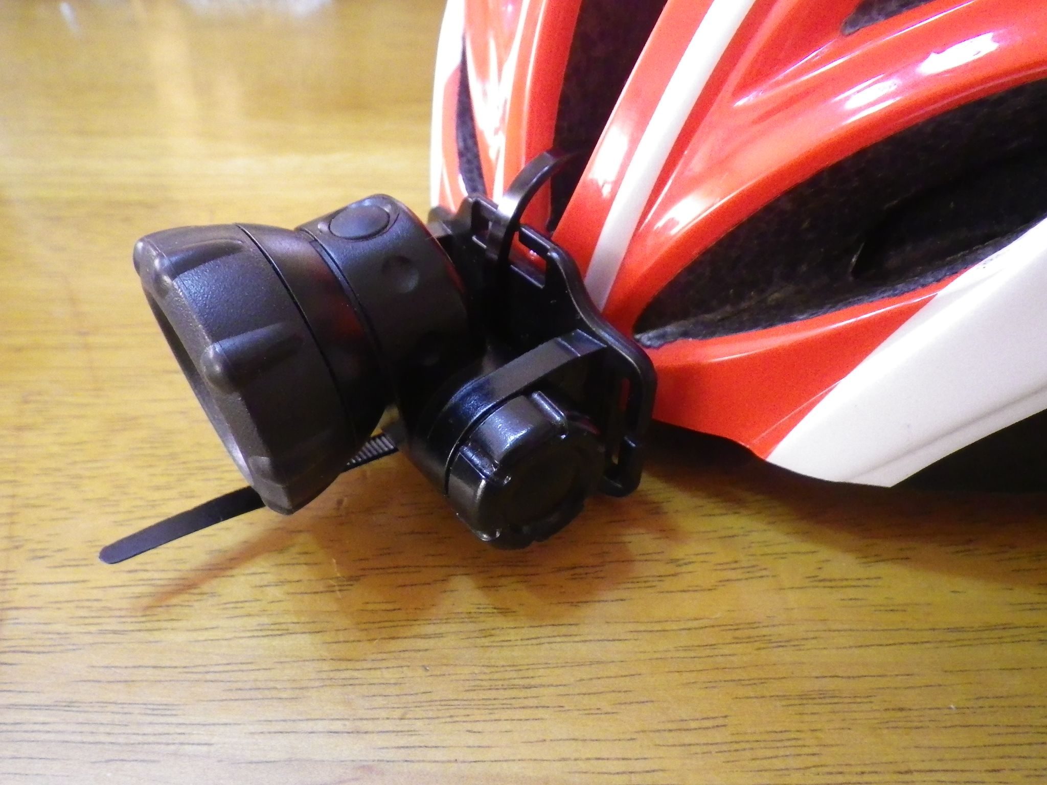 300㎞以上のブルべにヘルメットの前後ライト【いつも付けておくといいぞ!】