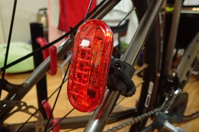 テールライトは車体・ヘルメットに2つずつ付ける意味【安心安全】