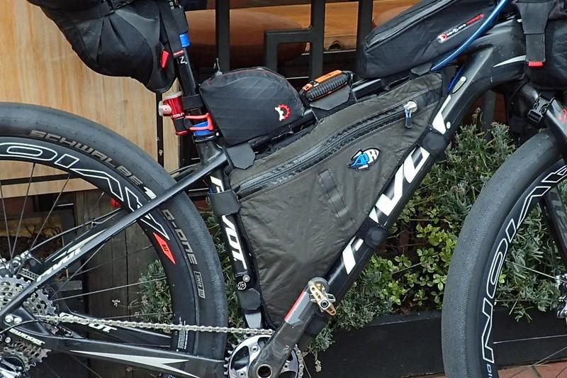 【脱サドルバッグ】大容量フレームバッグで低重心・マスの集中化